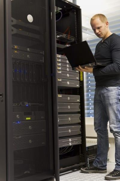 miami-it-consulting-server-rack-vertical